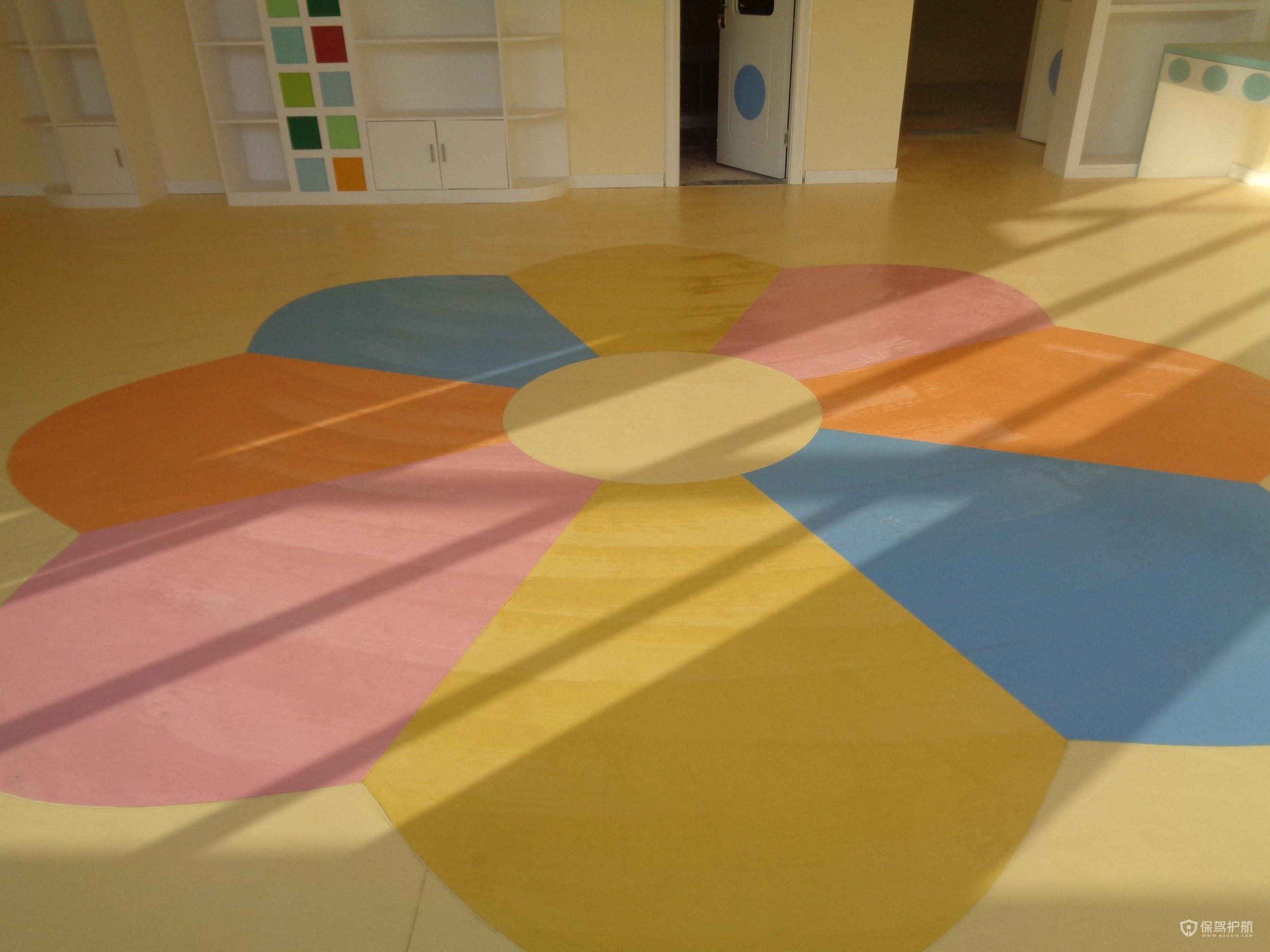 塑胶地板有什么特点?塑胶地板适合家用吗?