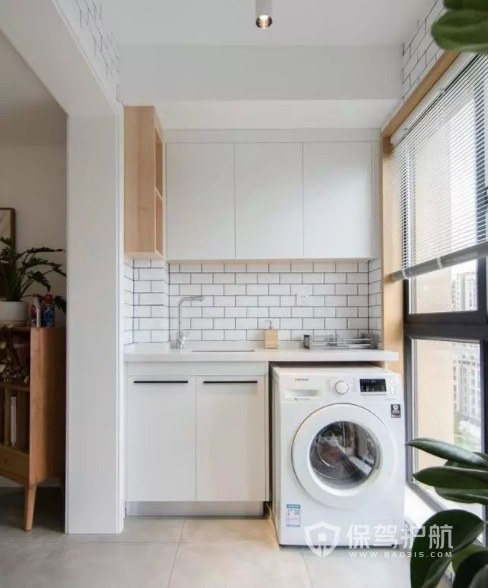 北欧简约风封闭式阳台洗衣机柜装修效果图