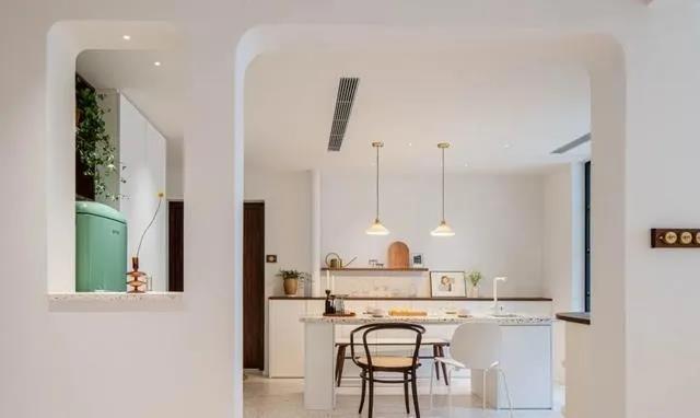 111㎡三居室戶型結構面積分配不合理,裝修改造后,暗房也能變靚房!