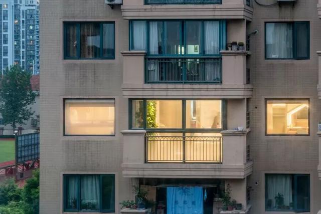 """3口人住上海120㎡坐北朝南房,嫌""""挤""""得像坐牢,坚持改造成1室1厅"""