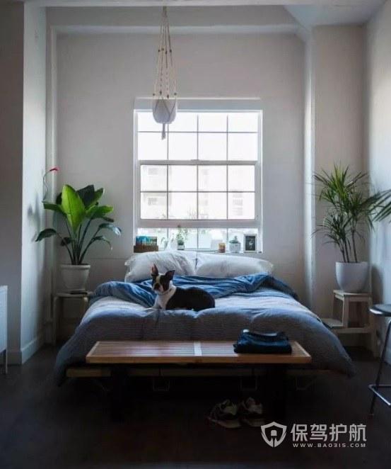 簡約森系風臥室床頭大型盆栽裝修效果…