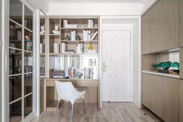 60平小兩居裝修改造,陽臺客廳結合多擠一間房,4口人也能輕松住下