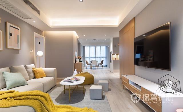 花40万打造的高级灰现代装修,客厅用仿木纹地砖,完工后超有格调