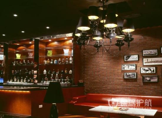 223平米现代美式风格酒吧装修实景图…
