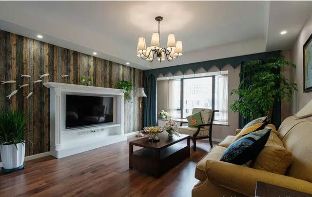 140㎡美式风格三居室装修,全屋搭配绿色仿古木,朋友:像住在森林