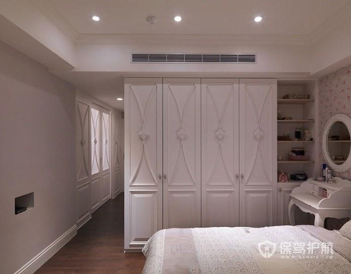法式简约风卧室衣柜隔断装修效果图