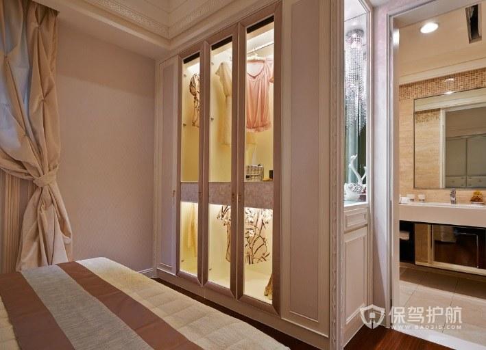 法式风卧室嵌入式玻璃门衣柜装修效果图