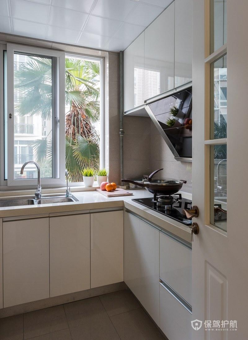 现代风格二居室厨房橱柜装修效果图