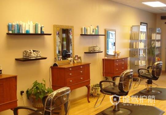 50平米复古风格理发店装修实景图