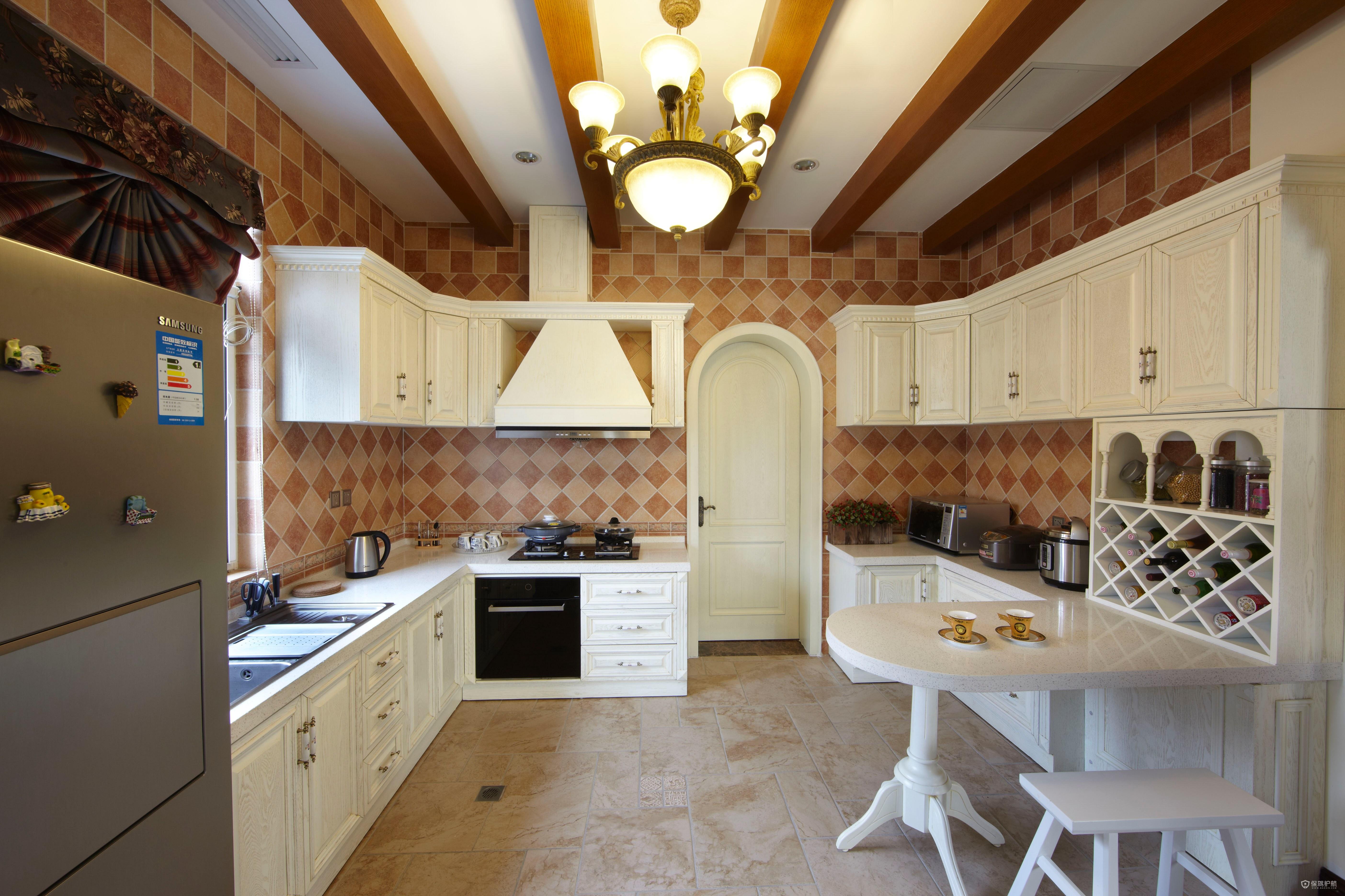 美式田园风别墅厨房装修效果图