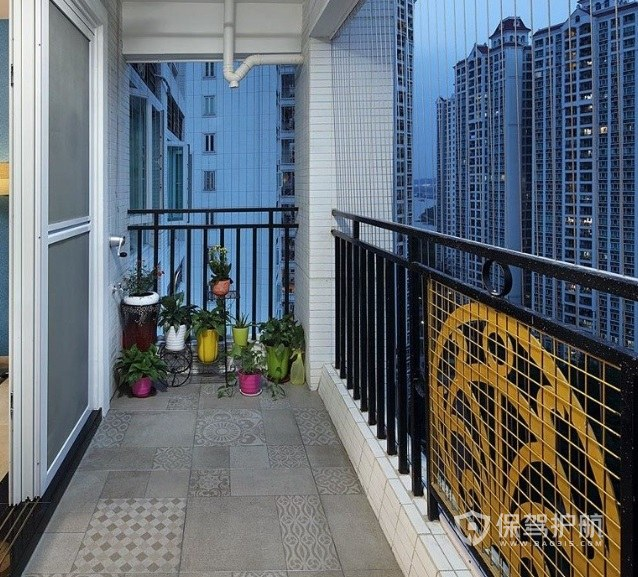 高层阳台创意铁艺围栏亚搏体育平台app效果图