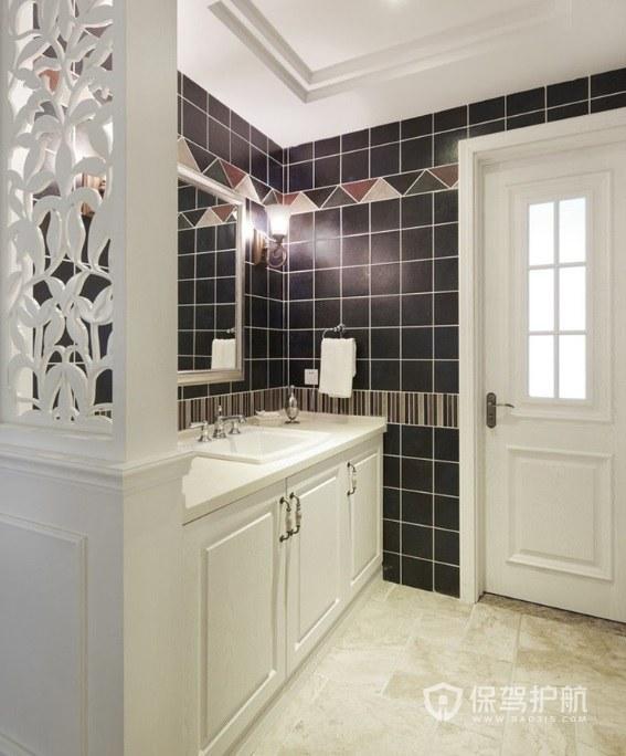 美式別墅衛生間白色門裝修效果圖