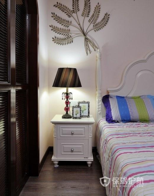 小戶型美式風臥室床頭柜裝修效果圖