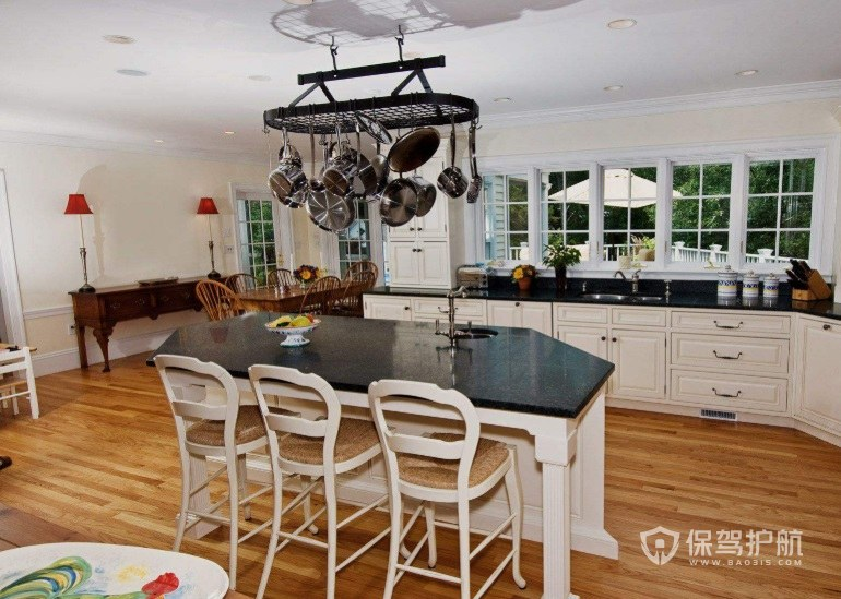 典雅豪华欧式厨房吧台装修效果图