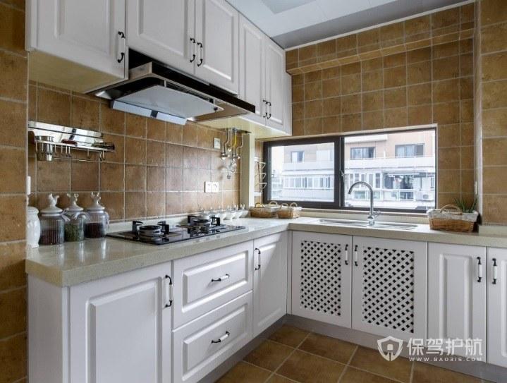 美式L型厨房黄色墙砖装修效果图