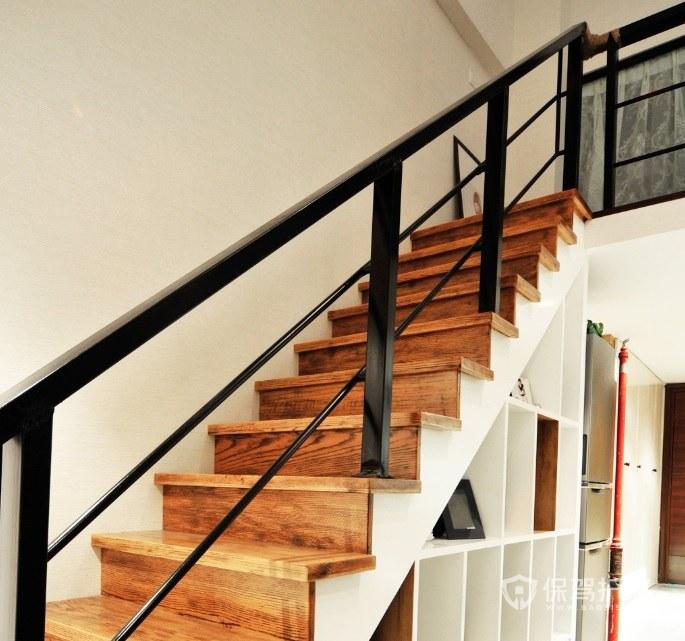 日式復古風樓梯黑色欄桿裝修效果圖