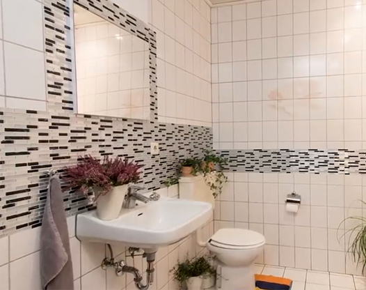 衛生間防水墻貼好用嗎?衛生間不拆瓷磚翻新