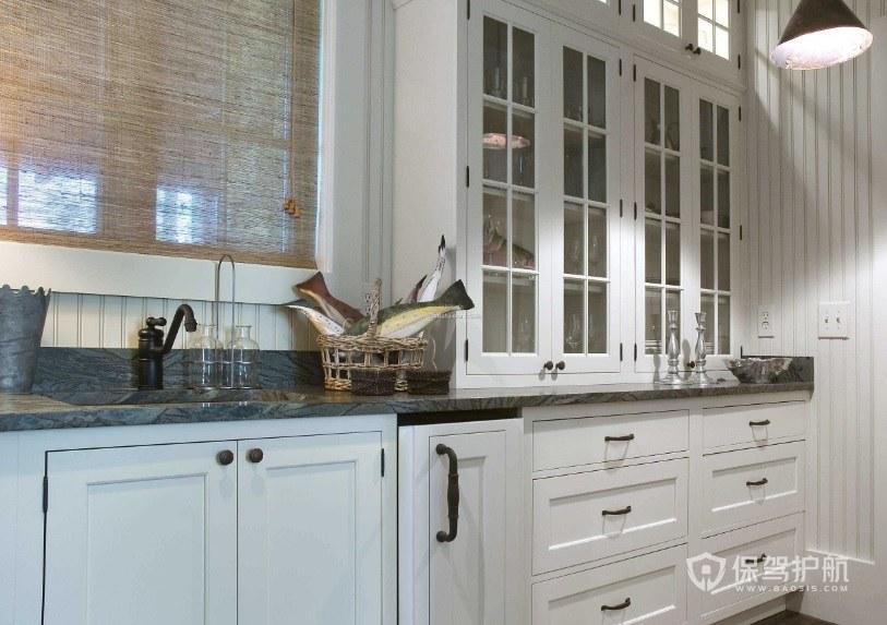 歐式廚房一字型白色壁柜裝修效果圖